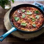 Домашняя пицца с хрустящей основой на сковороде