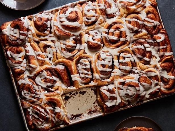 Фото Сдобные булочки с сахаром и корицей на завтрак