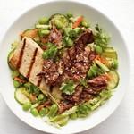 Говядина и тофу в кунжуте с салатом из эдамаме