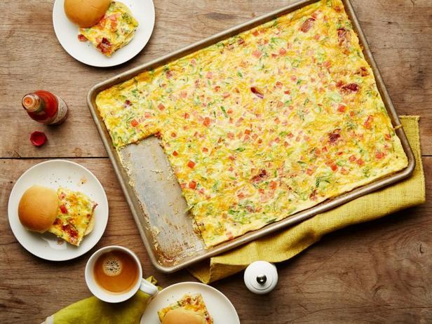 Фото Горячие сэндвичи с яйцом и беконом
