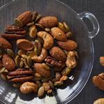 Жареные орехи в кленовой глазури