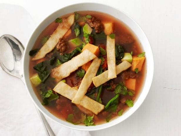 Мексиканский суп с тортильями и бататом