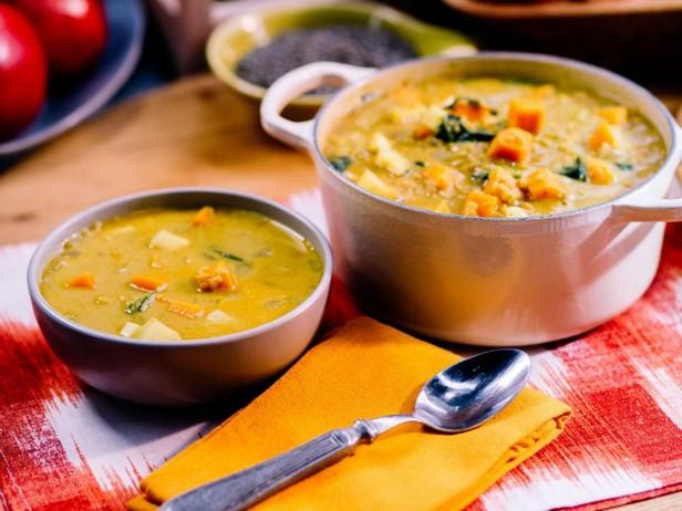 Густой суп из чечевицы с кокосовым молоком и бататом