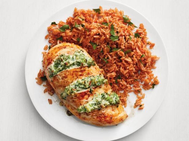 Фото Куриная грудка, фаршированная брокколи и сыром, и томатный рис