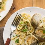Паста лингвини в белом соусе с моллюсками