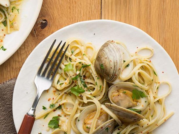 Фото Паста лингвини в белом соусе с моллюсками
