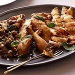Курица в духовке с хлебным стаффингом с колбасой и зеленью