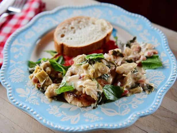 Фото Курица в соусе со шпинатом и артишоками