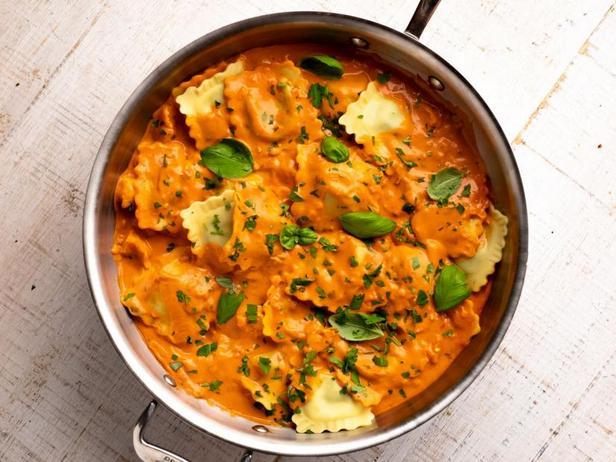 Фото Равиоли в соусе с креветками