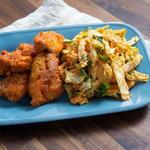 Жареная курица с гарниром из кимчи