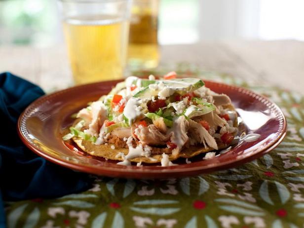 Фото Тостадас с фасолью и курицей