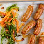 Ужин на противне: Колбаски со сладким перцем