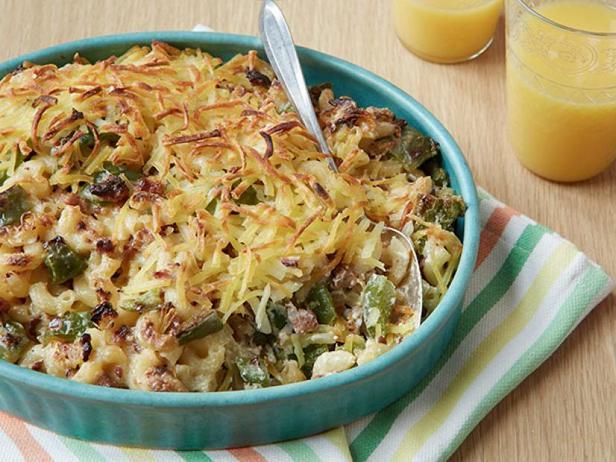 Фото Мак-н-чиз с колбасой и жареной картошкой для завтрака