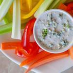 Дип-соус из голубого сыра для овощей
