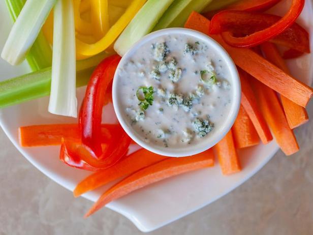 Фото Дип-соус из голубого сыра для овощей