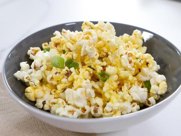 Фото Пряный попкорн с чесноком