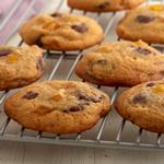 Печенье с кусочками шоколада и сушёным манго
