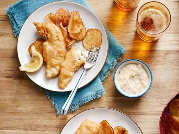 Фото Рыба в пивном кляре и картофель фри с сыром