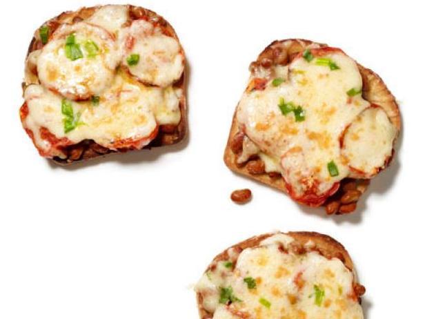 Фото Британские горячие бутерброды с сыром и печёной фасолью