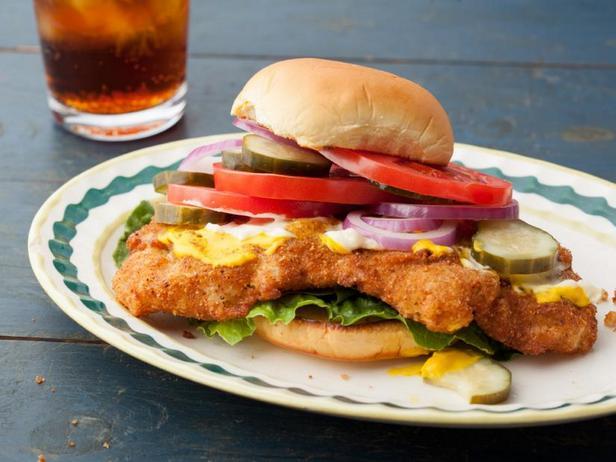 Фото Сэндвич со свиной вырезкой в панировке