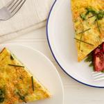 Сочный омлет с овощами на сковороде