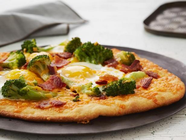 Фото Пицца с брокколи и чеддером к завтраку