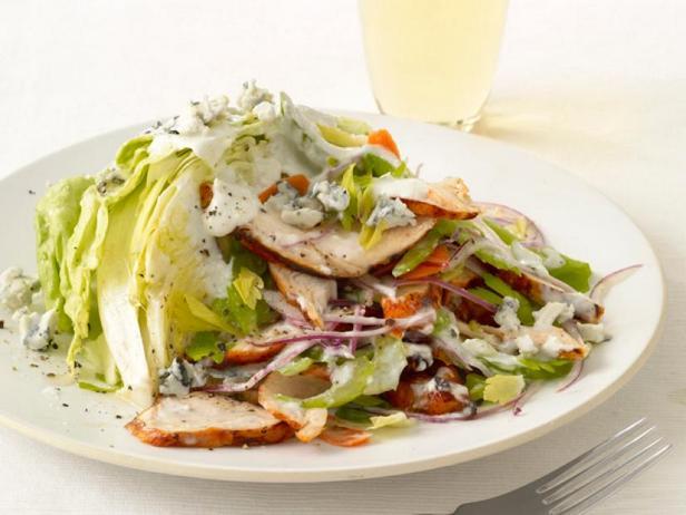 Салат из курицы «Баффало»
